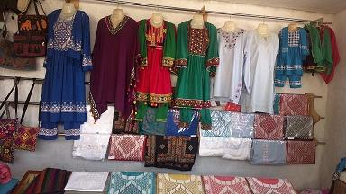 خامک دوزی یخن مردانه زنان تجارت پیشه بامیان خواهان توجه ادارات محلی هستند.